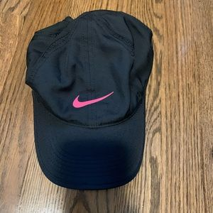 Nike dri-fit cap black with pink stripe